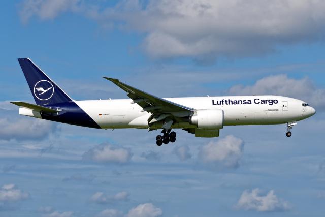 Cozy Gotoさんが、成田国際空港で撮影したルフトハンザ・カーゴ 777-FBTの航空フォト(飛行機 写真・画像)