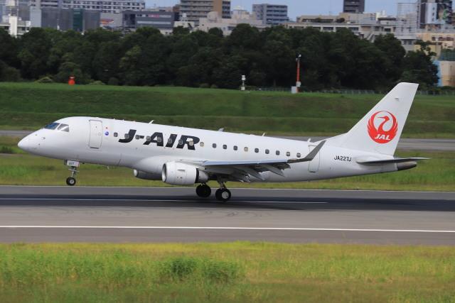 rokko2000さんが、伊丹空港で撮影したジェイエア ERJ-170-100 (ERJ-170STD)の航空フォト(飛行機 写真・画像)