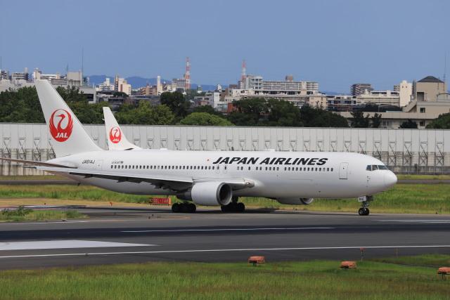 rokko2000さんが、伊丹空港で撮影した日本航空 767-346/ERの航空フォト(飛行機 写真・画像)