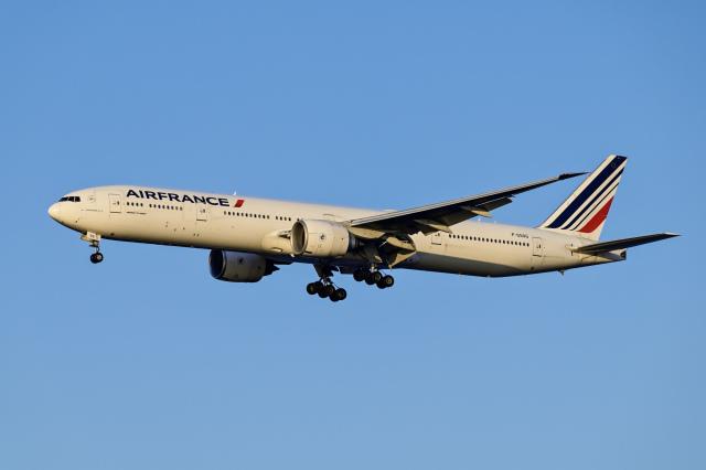 Frankspotterさんが、羽田空港で撮影したエールフランス航空 777-328/ERの航空フォト(飛行機 写真・画像)