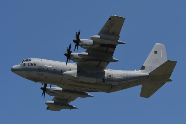 チャーリーマイクさんが、横田基地で撮影したアメリカ海兵隊 KC-130J Herculesの航空フォト(飛行機 写真・画像)