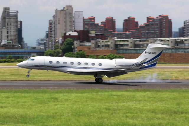 HLeeさんが、台北松山空港で撮影したエグゼクティブ・アヴィエーション・台湾 G650 (G-VI)の航空フォト(飛行機 写真・画像)
