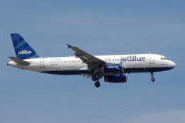 zettaishinさんが、ジェネラル・エドワード・ローレンス・ローガン国際空港で撮影したジェットブルー A320-232の航空フォト(飛行機 写真・画像)