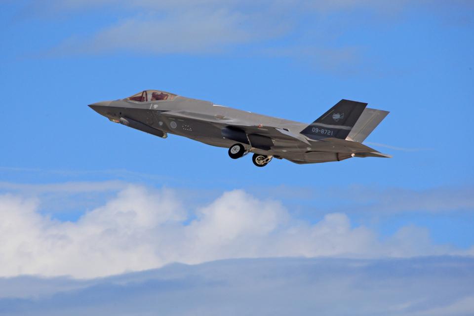 tsubameさんの航空自衛隊 Mitsubishi F-35 (09-8721) 航空フォト