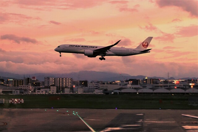 yoshibouさんが、福岡空港で撮影した日本航空 A350-941の航空フォト(飛行機 写真・画像)
