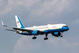 ファントム無礼さんが、横田基地で撮影したアメリカ空軍 C-32A (757-2G4)の航空フォト(飛行機 写真・画像)