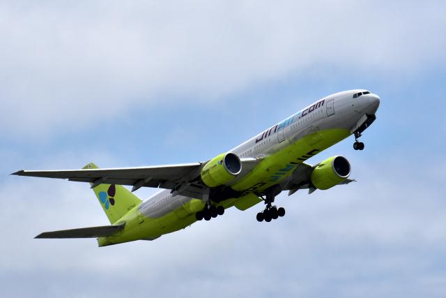 Take51さんが、那覇空港で撮影したジンエアー 777-2B5/ERの航空フォト(飛行機 写真・画像)