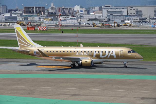 神宮寺ももさんが、福岡空港で撮影したフジドリームエアラインズ ERJ-170-200 (ERJ-175STD)の航空フォト(飛行機 写真・画像)