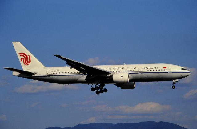 チャーリーマイクさんが、福岡空港で撮影した中国国際航空 777-2J6の航空フォト(飛行機 写真・画像)