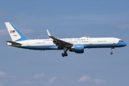 Flankerさんが、横田基地で撮影したアメリカ空軍 C-32A (757-2G4)の航空フォト(飛行機 写真・画像)