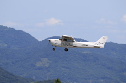 TAK_HND_NRTさんが、高松空港で撮影した朝日航空 172S Skyhawk SPの航空フォト(飛行機 写真・画像)