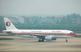 チャーリーマイクさんが、上海浦東国際空港で撮影した中国東方航空 A320-214の航空フォト(飛行機 写真・画像)
