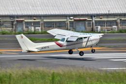 かとそさんが、調布飛行場で撮影した東京航空 172P Skyhawkの航空フォト(飛行機 写真・画像)