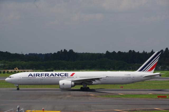 JA8037さんが、成田国際空港で撮影したエールフランス航空 777-328/ERの航空フォト(飛行機 写真・画像)