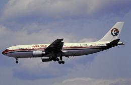 チャーリーマイクさんが、福岡空港で撮影した中国東方航空 A300B4-605Rの航空フォト(飛行機 写真・画像)