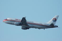 チャーリーマイクさんが、福岡空港で撮影した中国東方航空 A320-214の航空フォト(飛行機 写真・画像)
