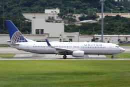 よっしぃさんが、嘉手納飛行場で撮影したユナイテッド航空 737-824の航空フォト(飛行機 写真・画像)