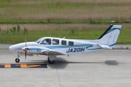 よっしぃさんが、神戸空港で撮影した学校法人ヒラタ学園 航空事業本部 Baron G58の航空フォト(飛行機 写真・画像)