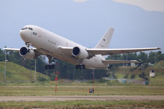 ちゅういちさんが、小松空港で撮影した航空自衛隊 KC-767J (767-2FK/ER)の航空フォト(飛行機 写真・画像)