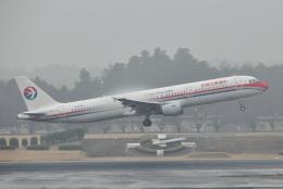 チャーリーマイクさんが、成田国際空港で撮影した中国東方航空 A321-211の航空フォト(飛行機 写真・画像)
