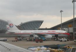チャーリーマイクさんが、上海浦東国際空港で撮影した中国東方航空 A320-232の航空フォト(飛行機 写真・画像)