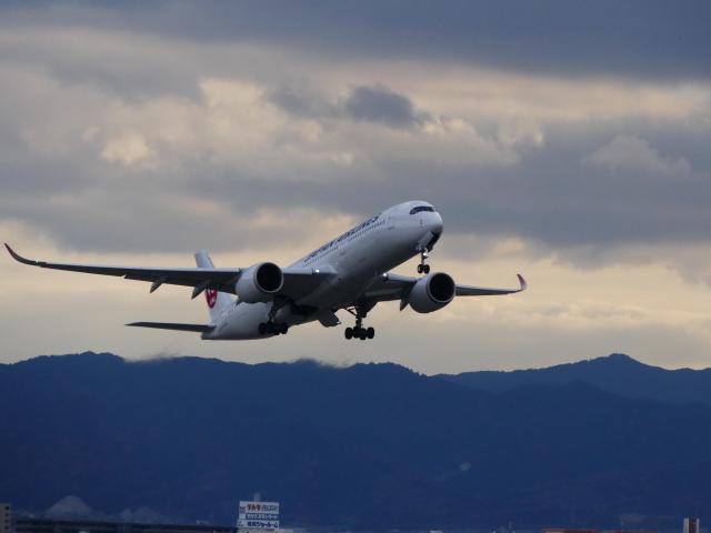 ケイエスワルツオーさんが、福岡空港で撮影した日本航空 A350-941の航空フォト(飛行機 写真・画像)