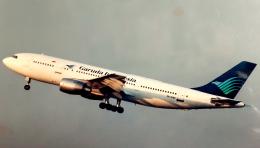 航空奉行所さんが、名古屋飛行場で撮影したガルーダ・インドネシア航空 A300B4-220FFの航空フォト(飛行機 写真・画像)