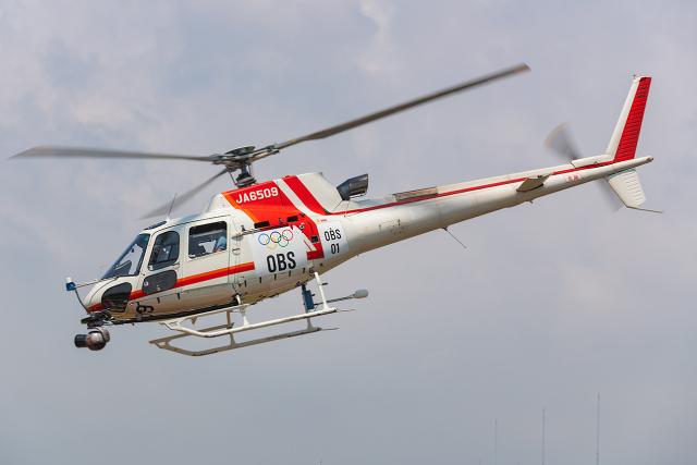Tomo-Papaさんが、東京ヘリポートで撮影した朝日航洋 AS350B3 Ecureuilの航空フォト(飛行機 写真・画像)