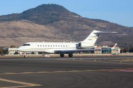 ズイ₍₍ง˘ω˘ว⁾⁾ズイさんが、ローグバレー・インターナショナル・メドフォード空港で撮影したアメリカ企業所有 BD-700-1A10 Global Expressの航空フォト(飛行機 写真・画像)