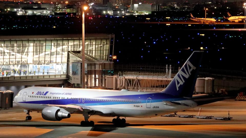 誘喜さんの全日空 Boeing 767-300 (JA611A) 航空フォト