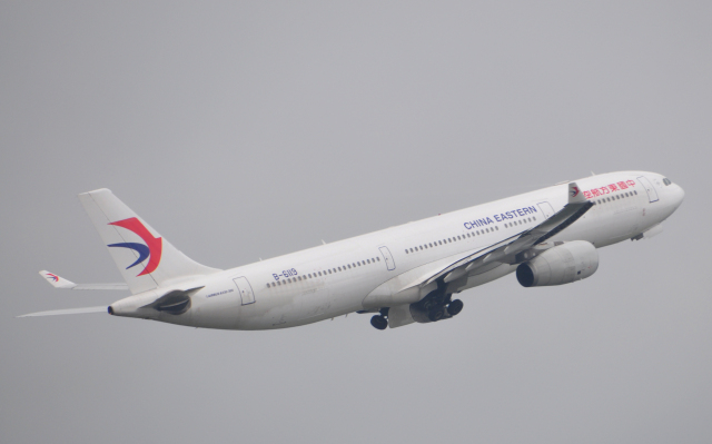 チャーリーマイクさんが、成田国際空港で撮影した中国東方航空 A330-343Xの航空フォト(飛行機 写真・画像)