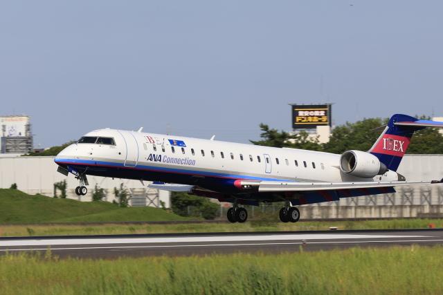 Fly Yokotayaさんが、伊丹空港で撮影したアイベックスエアラインズ CL-600-2C10(CRJ-702)の航空フォト(飛行機 写真・画像)