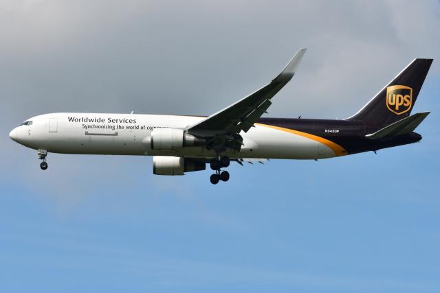 saoya_saodakeさんが、成田国際空港で撮影したUPS航空 767-34AF/ERの航空フォト(飛行機 写真・画像)