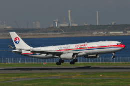 チャーリーマイクさんが、羽田空港で撮影した中国東方航空 A330-343Xの航空フォト(飛行機 写真・画像)