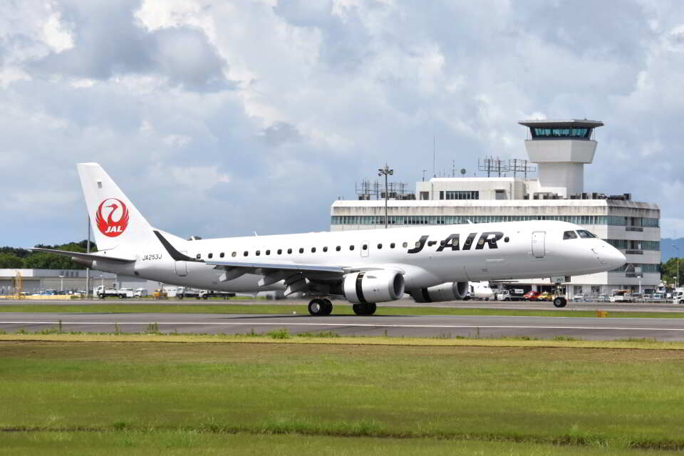 ワイエスさんのジェイエア Embraer 190 (JA253J) 航空フォト
