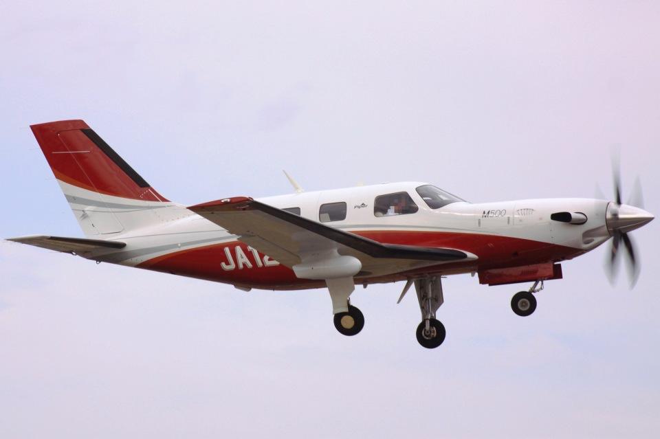 けいとパパさんの日本法人所有 Piper PA-46 Malibu (JA121B) 航空フォト