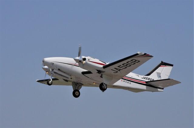 mild lifeさんが、八尾空港で撮影した朝日航空 Baron G58の航空フォト(飛行機 写真・画像)