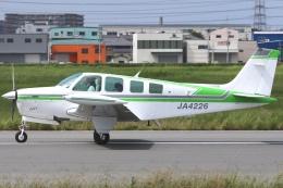RJOY_Spotterさんが、八尾空港で撮影した日本個人所有 A36 Bonanza 36の航空フォト(飛行機 写真・画像)