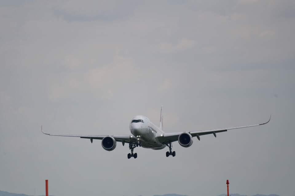 平凡なおっちゃんさんの日本航空 Airbus A350-900 (JA05XJ) 航空フォト