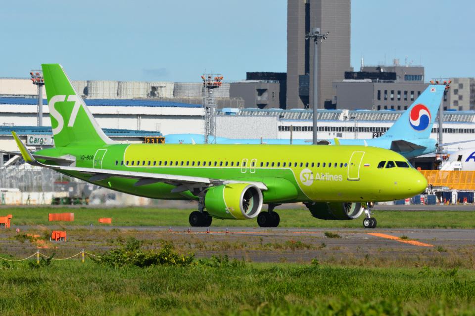 アルビレオさんのS7航空 Airbus A320neo (VQ-BCR) 航空フォト