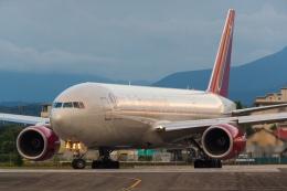 たーぼーさんが、横田基地で撮影したオムニエアインターナショナル 777-2U8/ERの航空フォト(飛行機 写真・画像)