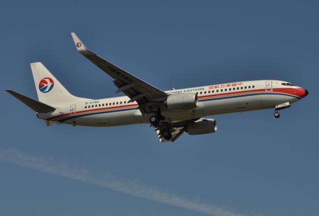 チャーリーマイクさんが、福岡空港で撮影した中国東方航空 737-89Pの航空フォト(飛行機 写真・画像)
