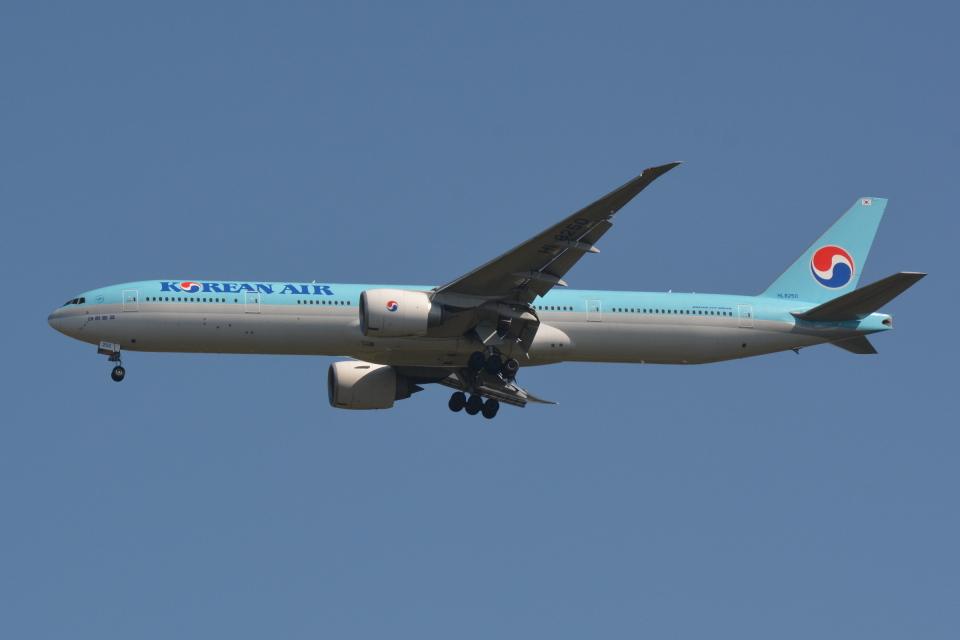 Deepさんの大韓航空 Boeing 777-300 (HL8250) 航空フォト