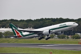 KOKI_ANA-Brussels767さんが、成田国際空港で撮影したアリタリア航空 777-243/ERの航空フォト(飛行機 写真・画像)
