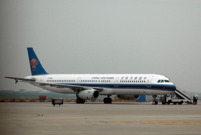 チャーリーマイクさんが、上海浦東国際空港で撮影した中国南方航空 A321-231の航空フォト(飛行機 写真・画像)