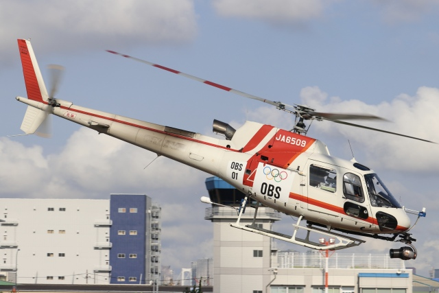 パピヨンさんが、東京ヘリポートで撮影した朝日航洋 AS350B3 Ecureuilの航空フォト(飛行機 写真・画像)
