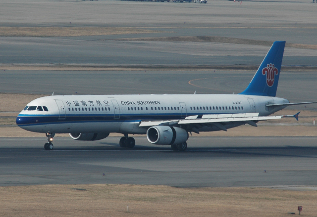 チャーリーマイクさんが、福岡空港で撮影した中国郵政航空 737-4Q8(SF)の航空フォト(飛行機 写真・画像)