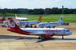 tasho0525さんが、ハンブルク空港で撮影したエア・ベルリン A320-216の航空フォト(飛行機 写真・画像)