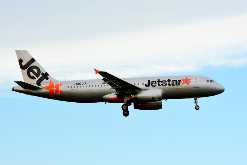 アルビレオさんのジェットスター・ジャパン Airbus A320 (JA10JJ) 航空フォト