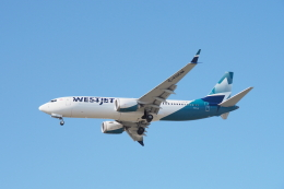 thomasYVRさんが、バンクーバー国際空港で撮影したウェストジェット 737-8-MAXの航空フォト(飛行機 写真・画像)